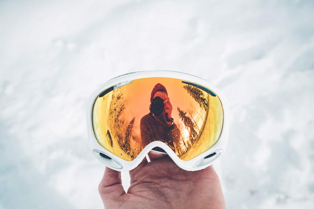 The reasons that we should wear the ski goggles